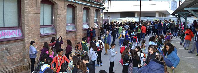 A Sants-Montjuïc, conreem educació