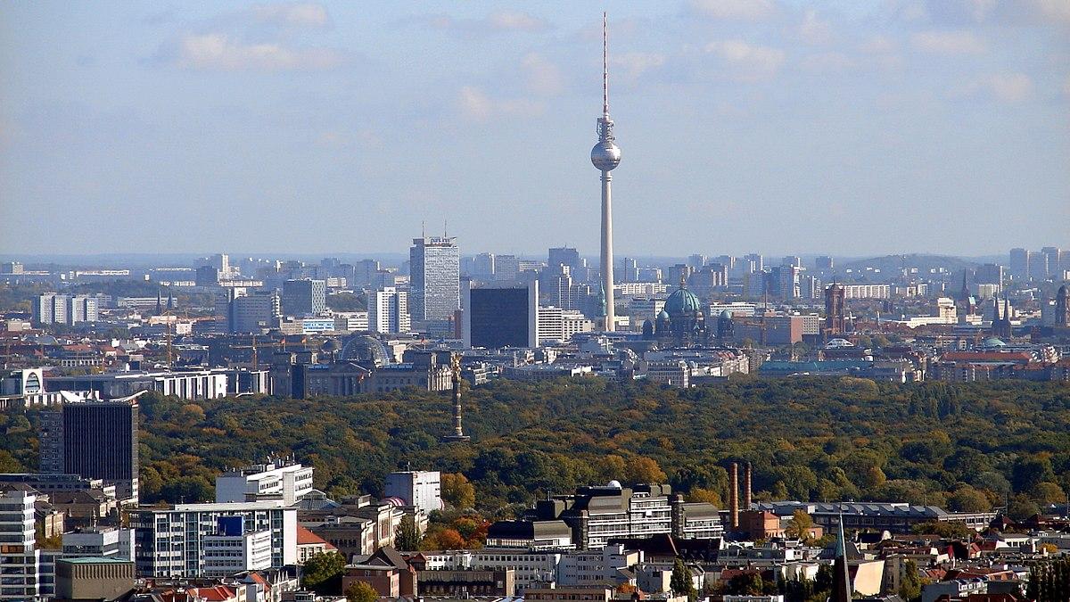 1200px-Berlin_Skyline_Fernsehturm_02